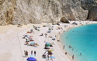 Организованные пляжи в Греции будут открыты 15 мая